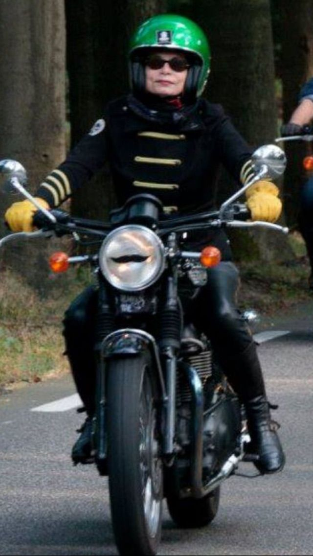 Lady of the distinguished gentleman ride