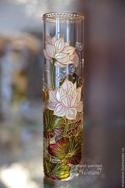 Стеклянная ваза `Белый лотос`. Витражная роспись