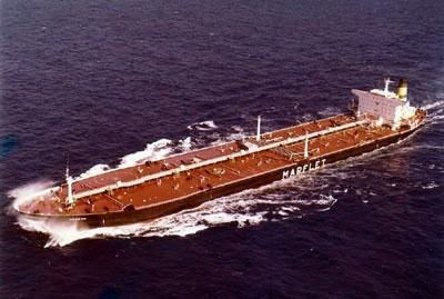 Aragon, fue construido en Matagorda (Cádiz) 1976. En 1985 sufrió un ataque de la aviación iraní durante la guerra Irán-Irak. Por fortuna no hubo desgracias personales, y fue a reparar a Bahrein. En Diciembre 1989 sufrió un gran temporal en Azores, rompiéndosele el timón. Tuvo además una vía de agua que le hizo perder unas 40.000 TM de petróleo, fue remolcado hasta Tenerife, donde descargó, y remolcado a Cádiz para ser reparado. En 1992 fue vendido, y dos años más tarde desguazado en…
