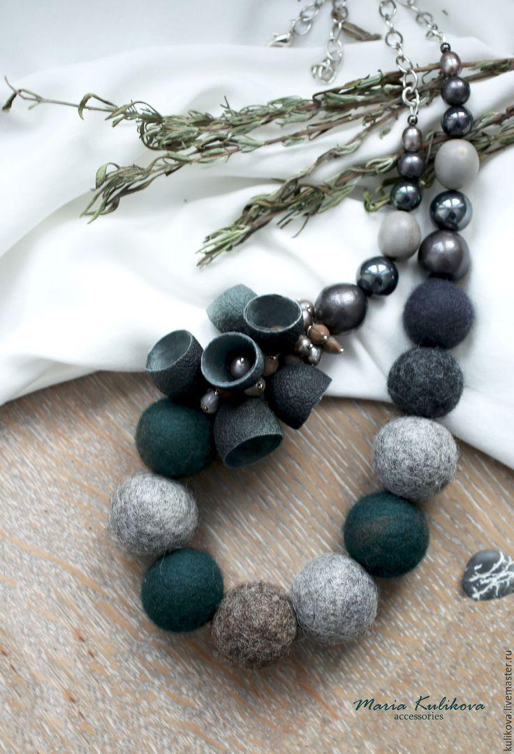 """Купить """"Сумеречный лес"""" бусы - тёмно-зелёный, изумрудный, серый, графит, графитовый, изумрудно-серый"""