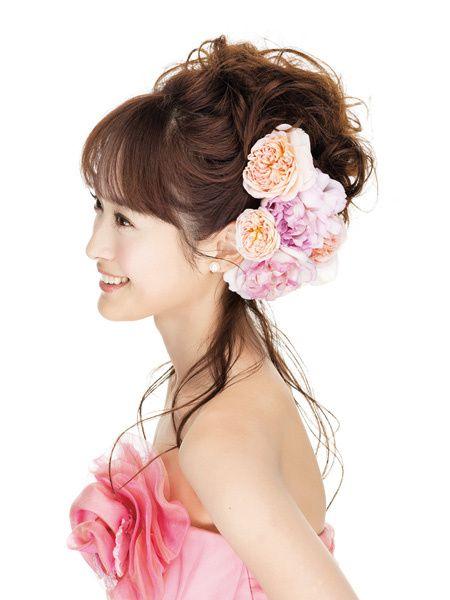 初々しい花嫁の笑顔にぴったりフレッシュ&ラブリーな淡いピンクのグラデーション/Side|ヘアメイクカタログ|ザ・ウエディング