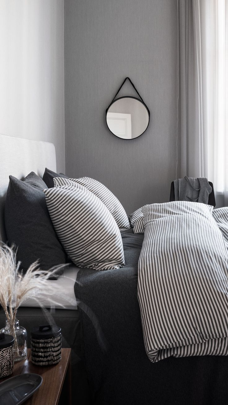 A black and white bedroom has a timeless appeal. Add warmth with wooden details, round shapes and soft-to-the-touch jersey bedding. | H&M Home
