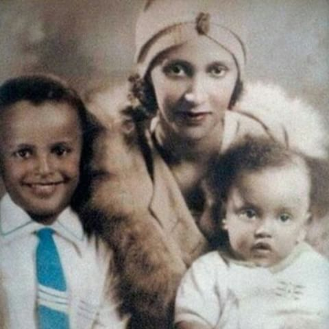 Vintage Photography | Studio Portrait of a Young Harry Belafonte & Family | c. 1930s. #harrybelafonte #vintage #vintagestyle #vintagefashion #vintageblackglamour #instavintage #actor #hollywood #oldhollywood #family #mother #children #old #oldphoto #photooftheday #portrait #pose #color #retro #style #myblackisbeautiful #blackhistory #1930s