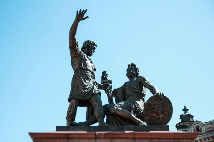 #russia #nizhnynovgorod #travel #city #street #building #sculpture