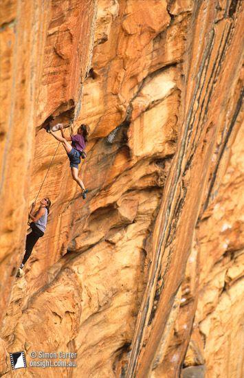 250 220 15.jpg - Lynn Hill on pitch two (crux) of Serpentine (29), Taipan Wall, The Grampians, Victoria, Australia.