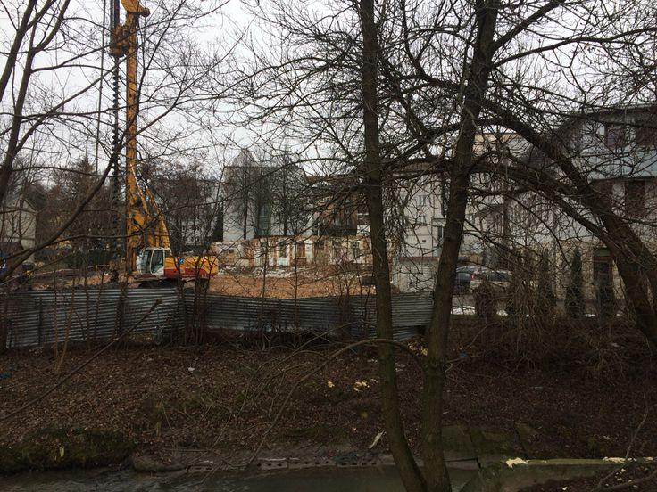 Ul. Czechowska, widok od strony Czechówki, budowa biurowca w miejsce wyburzonej kamienicy z zachowaniem fasady, FEB 2015