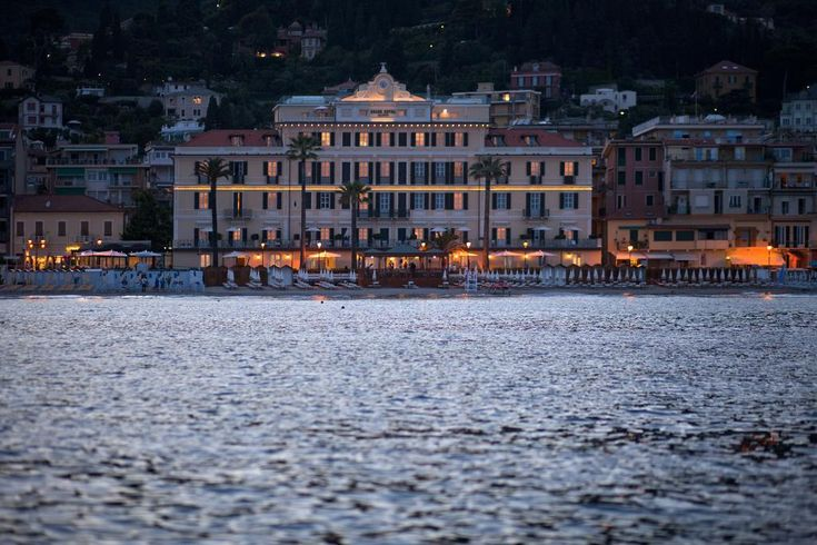 24 994руб. Пятизвездочный гранд-отель Alassio расположен в центре Алассио. К вашим услугам номера с панорамным видом, бесплатный частный пляж, спа-салон и фитнес-зал.