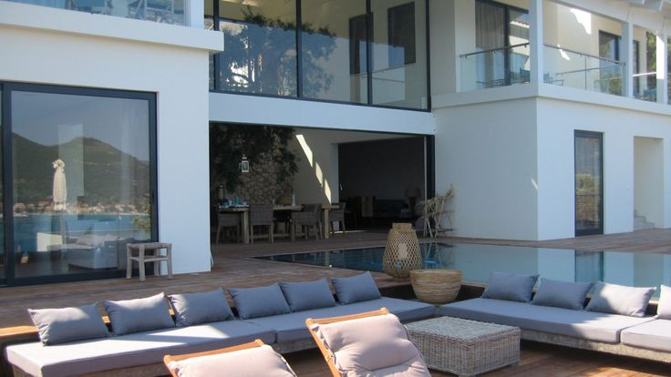Design villa in Greece with swimming pool and terrace. Design by BNLA architecten