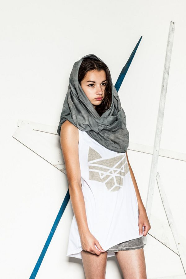 CUB Wolf Scratch cotton snood, wolf logo tank top and grey shorts #polishfashion #fashion #cub #cub_wear #tanktop #wolf #cotton #natural #look #city #girl