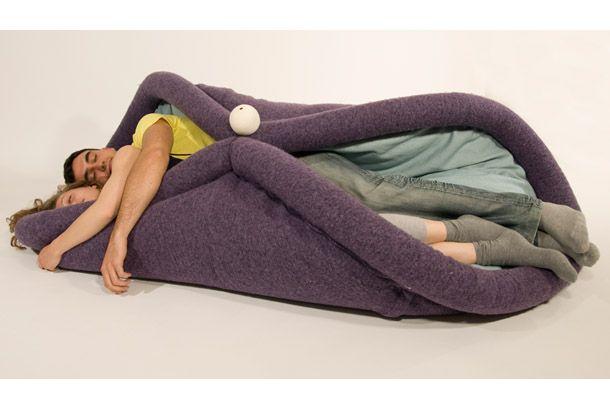 Blandito.       まだ販売はされていないようですが、これは欲しいかも!コチラの毛布のようなクッションはイタリアのORADARIA DESIGNとい...