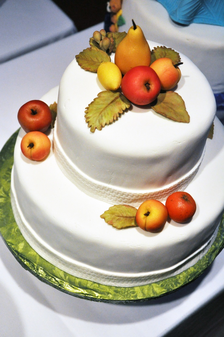 How to marzipan a christmas cake - A Cake With Seasonal Marzipan Fruit