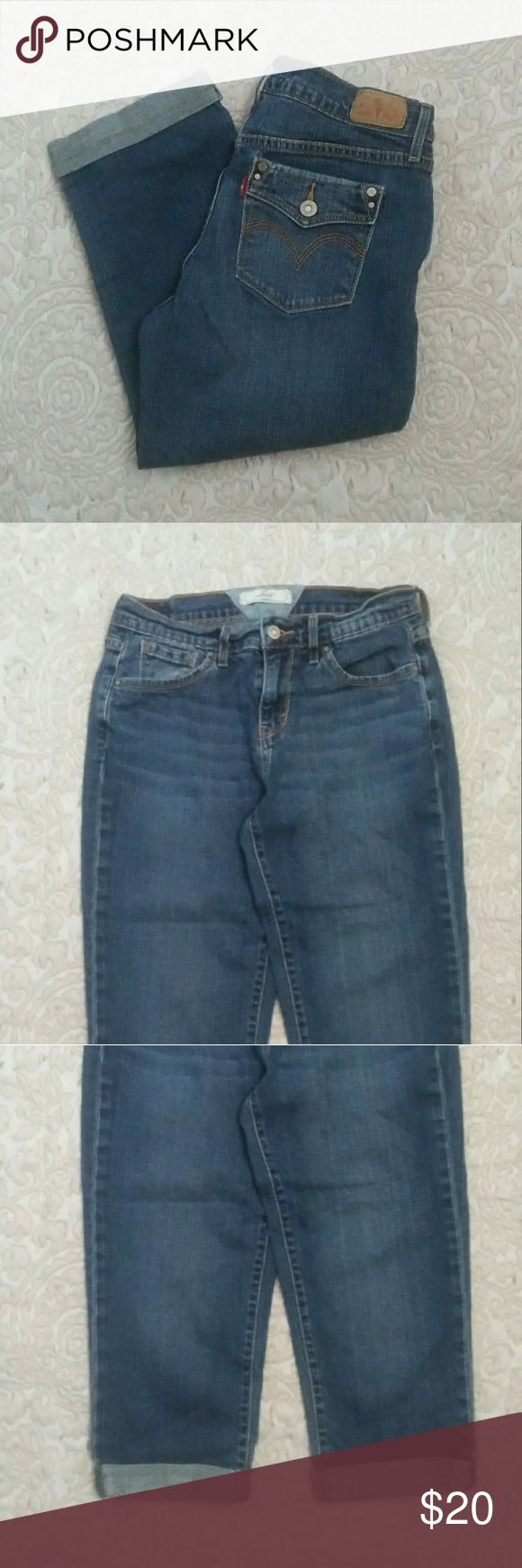 Levi's Classic Cuffed Women's Capris Jeans size 4 Beautiful Levi's Classic Cuffed Women's Capris Stonewashed Jeans size 4, gently pre-owned.  Buttons and zipper are in perfect working condition. Levi's Jeans Ankle & Cropped