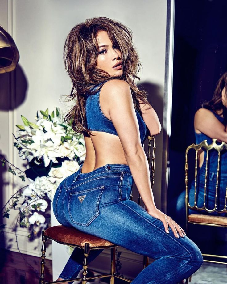 Jennifer Lopez for Guess Jeans (15 January, 2018)