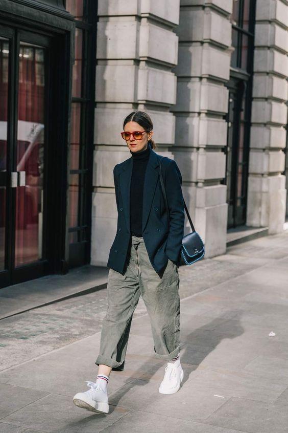 07f32741a4 Blazer e ténis é o novo  perfect combo  para um look profissional e  prático!  trendyNotes  ténis  sapatilhas  sneakers  officestyle  outfit   styleinspo ...