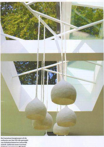 Wolwit lampje met ingevilt snoer. Hier te zien in de Eigen Huis & Interieur. Verkrijgbaar in alle kleuren.