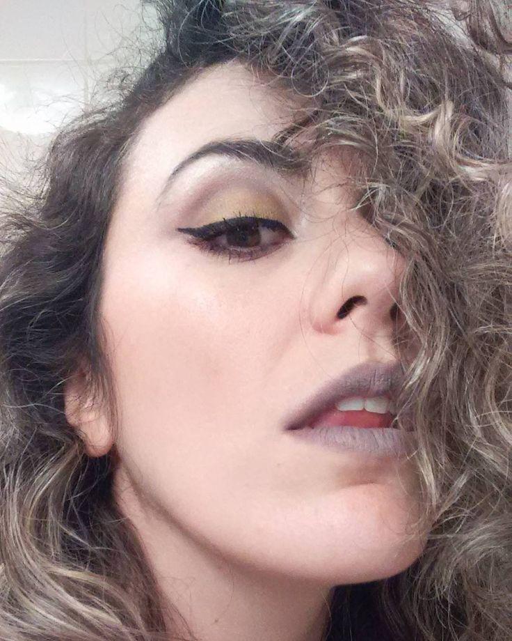 """27 curtidas, 3 comentários - Camila Canto (@eusoucamilacanto) no Instagram: """"Só mais um pouquinho: pó compacto e blush #vult de improviso pra foto pra testar a sombra cremosa…"""""""