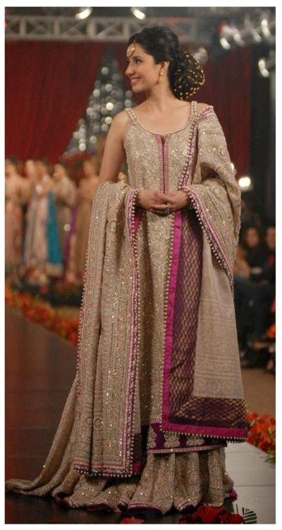 In honor of the Humsafar episode tonight. Here's the gorgeous Mahira Khan :D