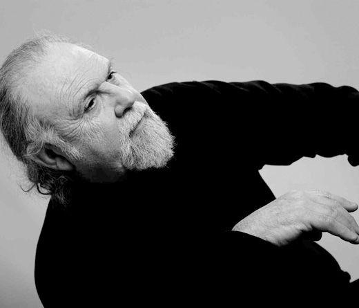 El 4 de septiembre de 1936, nacía en Buenos Aires Juan Carlos Cáceres. Estudió Bellas Artes en la escuela Manuel Belgrano, pero se inclinó a la música, ...