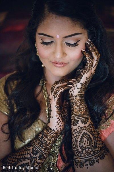 Beautiful Henna on Indian Bride http://www.maharaniweddings.com/gallery/photo/84196