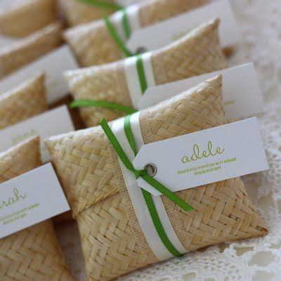 Super adorable wedding favours! Little soaps individually labeled :)