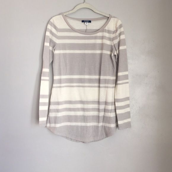 OLD NAVY LONG SLEEVE TOP OLD NAVY LONG SLEEVE TOP. Worn and washed. Smoke/animal free home. EUC Old Navy Tops Tees - Long Sleeve