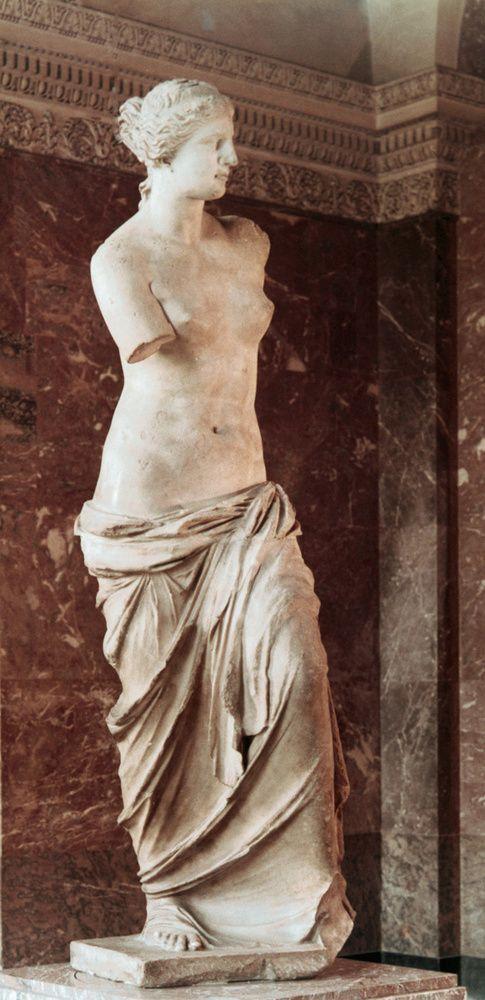 VENUS DE MILO. A esta Afrodita le faltan los brazos, pero esto no importa para que se haya convertido en un modelo de belleza clásico. Un hecho un tanto irónico que no hace sino sobresaltar la universalidad y armonía de sus facciones y cuerpo. No hay duda, es hermosa.