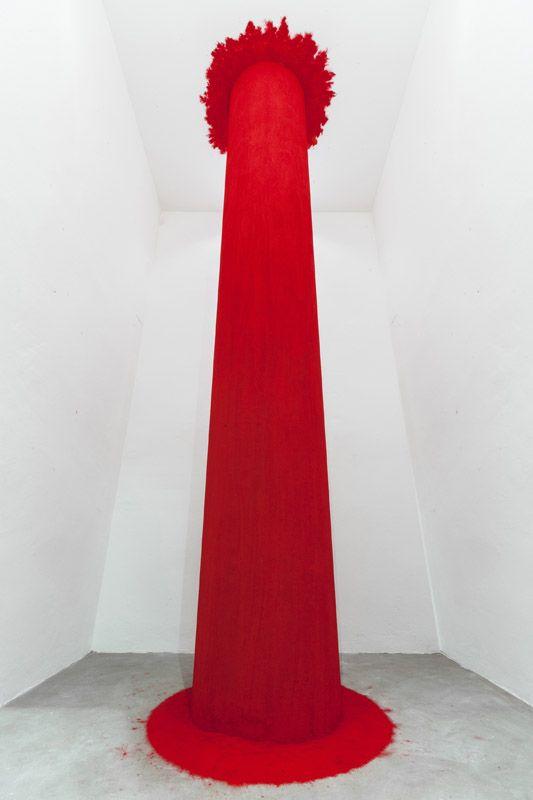 Anish Kapoor, Endless Column, 1992, Fibreglass and pigment, 400 x 60 x 60 cm. Galleria Continua San Gimignano, 2015. Photo by Ela Bialkowska.