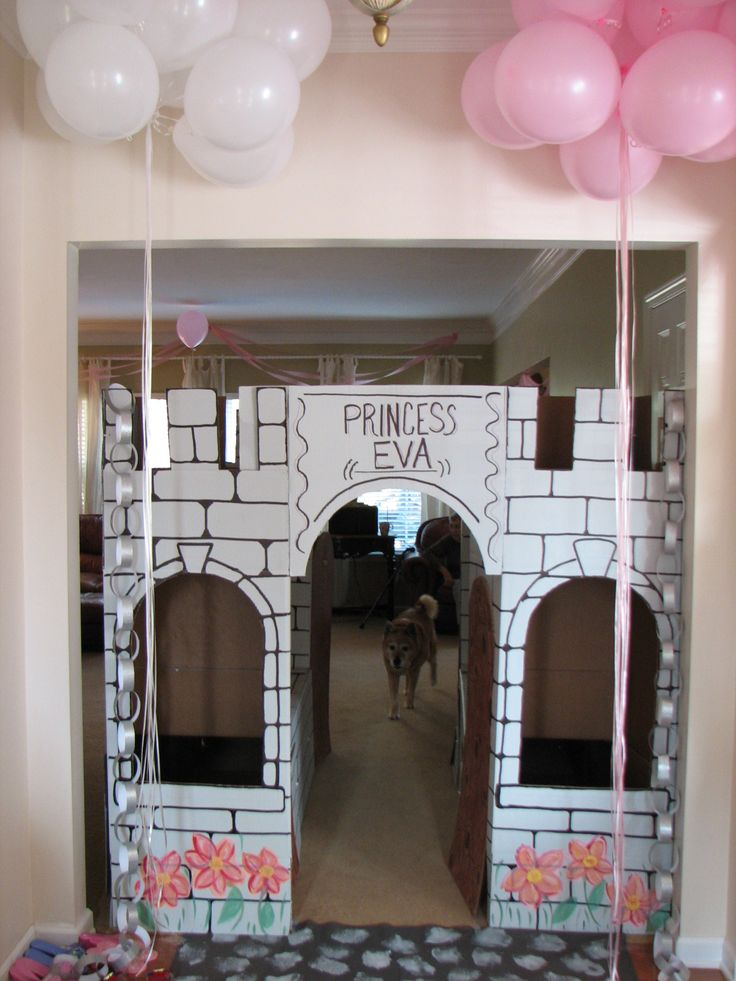 Eva's cardboard castle was a huge hit with all the royal guests. Made from 4 large wardrobe moving boxes, zip ties and the instructions for the princess castle found on https://mrmcgroovys.com/