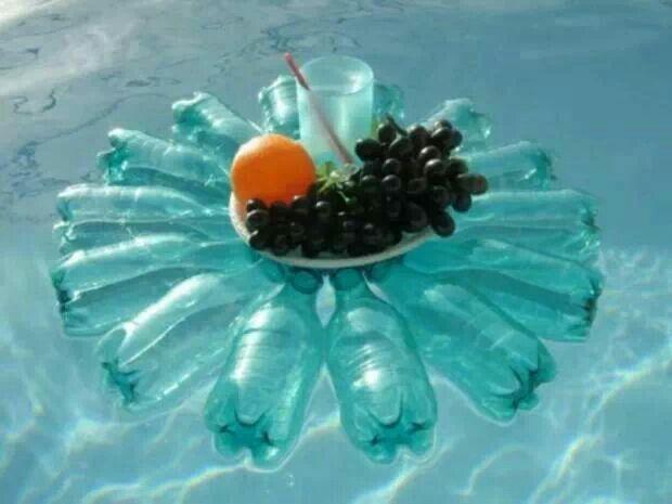Reggi cibo in piscina