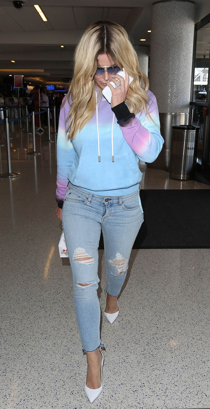 Kim Zolciak departs from the airport with her husband Kroy Biermann Featuring: Kim Zolciak Where: Los Angeles, California, United States When: 21 Apr 2017 Credit: WENN.com
