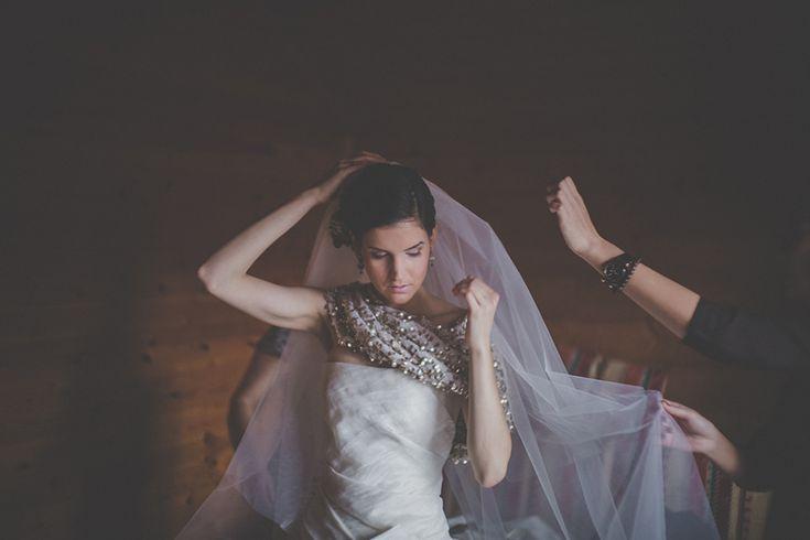 Long Veil || Hosszú menyasszonyi feátyol Foto: Török-Bognár Reni #long #veil #fátyol #wedding # esküvő #menyasszonyi #bridal #accessories #kiegészítők