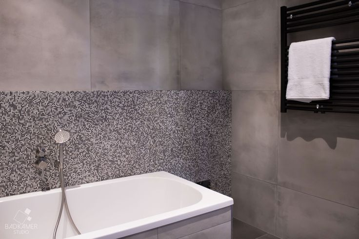 25 best ideas about grijze vloer op pinterest grijze houten vloeren grijze hardhouten - Badkamer zwarte vloer ...