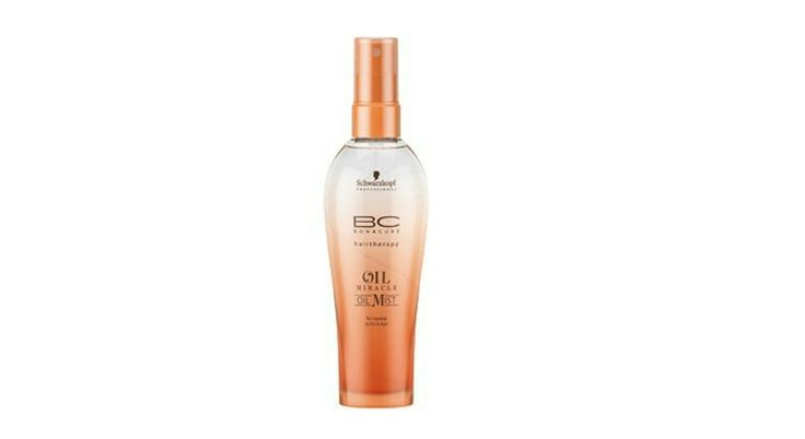 Brume de soin Oil Miracle (Schwarzkopf Professional, 28,95 € les 100 ml). Une brume de soin enrichie en huile précieuse d'argan à appliquer sur cheveux secs ou mouillés qui lutte aussi contre l'effet frisottis.