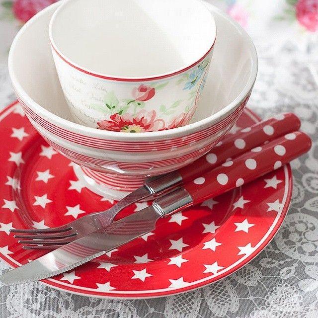 SnapWidget | У меня сегодня про тарелки будет целый день, похоже  Со звездами есть красные и серые! И шикарнейшие столовые приборы в горох! Красные❤