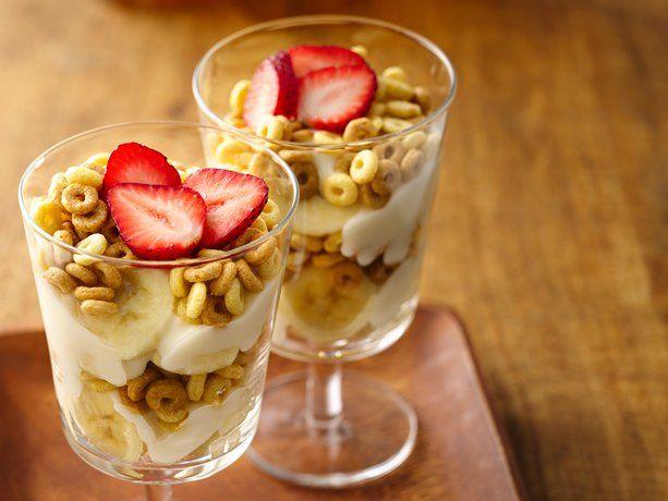 Low cal Parfaits: Leche Cheerio, Desserts, Recipe, Healthy Breakfast, Bananas, Perfect Yogurt, Peanut Butter, Healthy Treats, Caramel