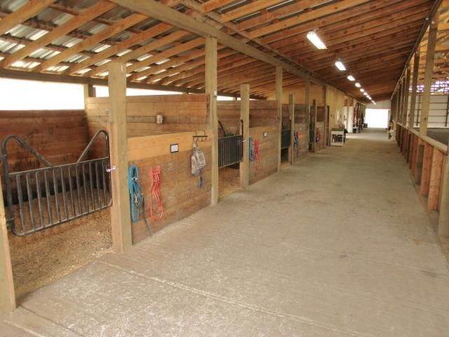 17 best ideas about simple horse barns on pinterest for Horse stall door plans