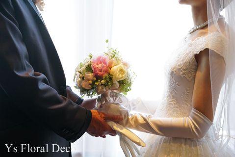 5月にウェスティンホテル東京さんで挙式ご披露宴の新婦さんより、当日のお写真をいただきましたので、ご紹介します。白と淡いピンクの芍薬にバラや実ものや野草のよ...