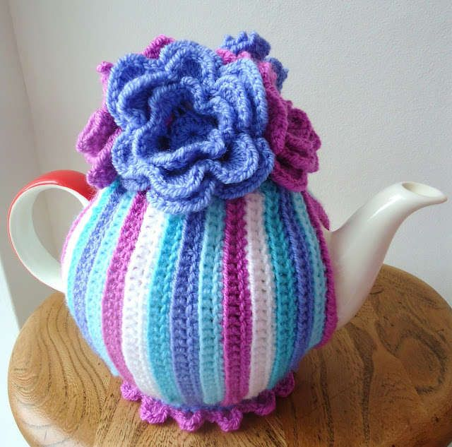 New Crochet Tea Cozy from MemeRose who sells her work in the Etsy shop Dolly Daydreaming
