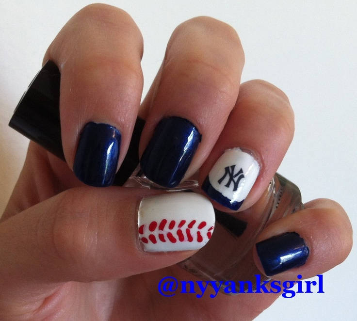 New York Yankees baseball nail art nails #yankees #nailart Yankees nail art