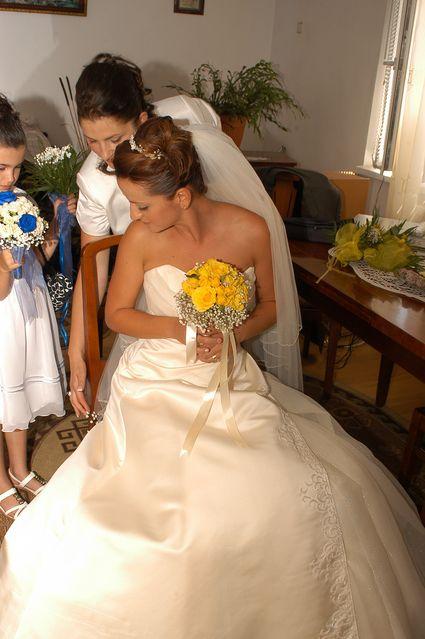 Robe de mariée modèle unique, faite sur commande. Tissus italiens, brodée à la main.