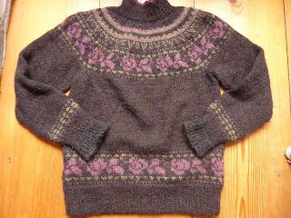 Wolle       Natur      Farben                                     : Fair Isle Pullover mit Rosenmuster ...