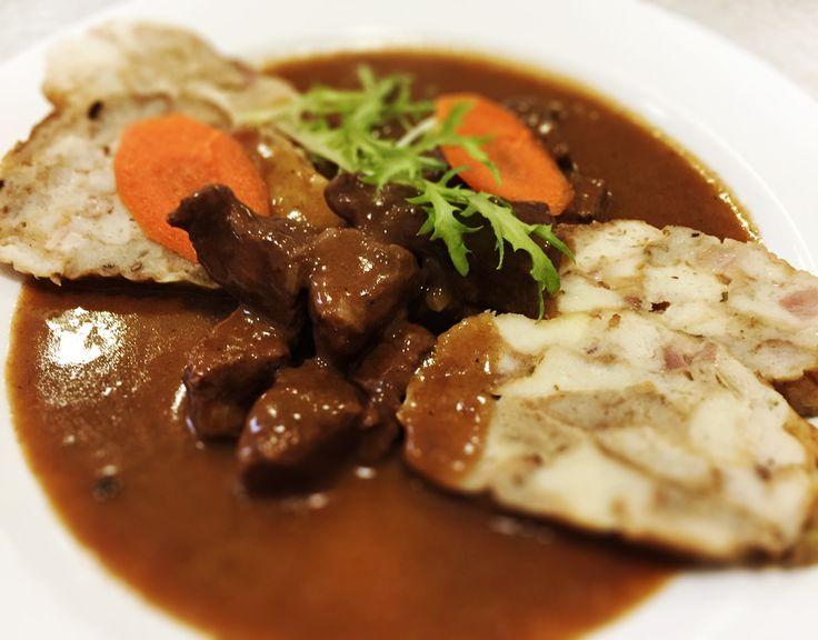 Denné menu Vranov | Guláš z hovädziny na červenom víne, žemľová knedľa - reštaurácia Hotel Patriot*** #hotel #restauracia #dennemenu