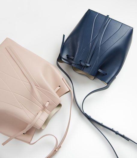 GEO Bucket Bag - our Bestseller of all time  Made in Italy available online www.alesyaorlova.de / Minimal Bag - chic minimalist accessories / minimalist / puristic / clean / Ledertasche / Beuteltasche