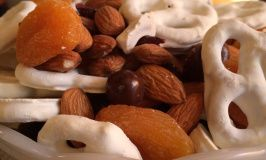 Easy Holiday Snack Mix. http://liferedesign101.com