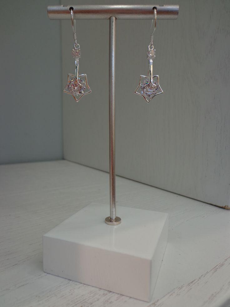 Lindos aros con estrellas bañados en Plata Sterling 925 #joyeria #jewelry #aros #estrellas #bañodeplatasterling925