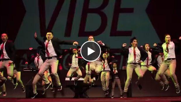 Ces danseurs talentueux sont des pros de la synchronisation. Ils vont vous bluffer