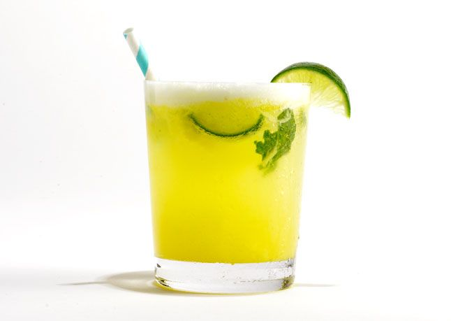 Pineapple-Mint Mojito RECIPE BY Mercer Kitchen in NYC Pineapple adds sweetness and a tropical twist to this classic cocktail. Make sure to choose a ripe one: It should be very fragrant, with no soft spots or bruises. Or use fresh precut pineapple.