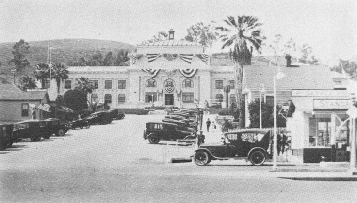 A vintage shot of Ventura County Courthouse, Ventura, California, just up the hill from Erle Stanley Gardner's law office and where he tried many a case.