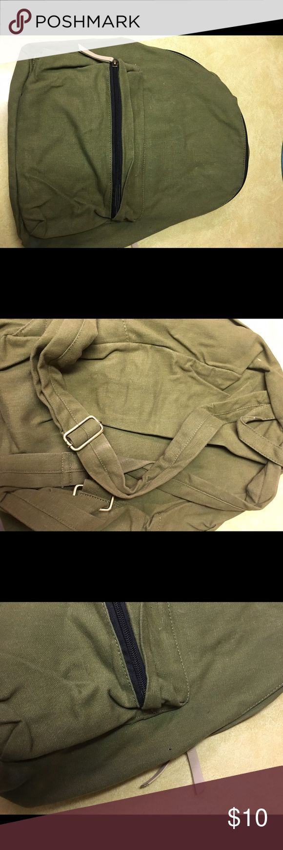 H&M olive green backpack 🎒 H&M olive green backpack 🎒 used on one trip to Brazil H&M Bags Backpacks