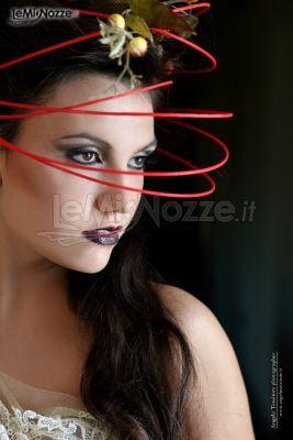 Sguardo magnetico con un makeup occhi dai colori intenso. Guarda tutta la gallery di smokey eyes colorati>> http://www.lemienozze.it/gallerie/foto-trucco-sposa/trucco-arancione